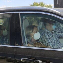 Isabel Pantoja, en un coche conducido por su hermano Agustín en Madrid