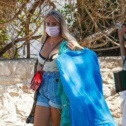 Rocío Flores, en Ibiza cargada con varios atuendos