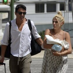 Hugo Sierra e Ivana Icardi salen del hospital con su hija Giorgia tras su nacimiento