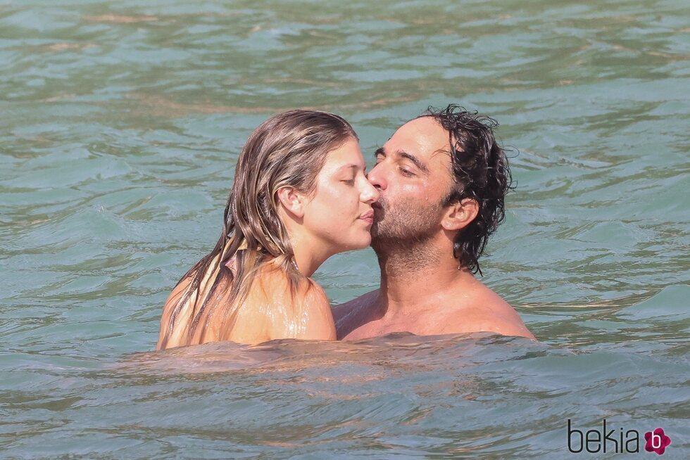 Anita Matamoros y Nacho Santandreu, derrochando pasión en Ibiza