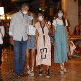 Los Reyes Felipe y letizia salen a cenar con sus hijas la Princesa Leonor y la Infanta Sofía en Mallorca