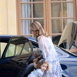 Magdalena de Suecia y Adrienne de Suecia a su llegada al bautizo de Julian de Suecia
