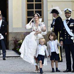 Julian de Suecia con sus padres y hermanos en su bautizo