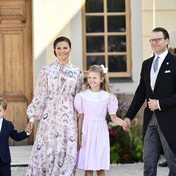 Victoria y Daniel de Suecia, Estela y Oscar de Suecia en el bautizo de Julian de Suecia