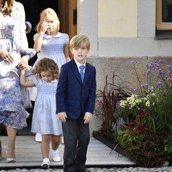 Leonor, Nicolás y Adrienne de Suecia en el bautizo de Julian de Suecia