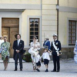 Julian de Suecia con sus padres, hermanos y padrinos en su bautizo