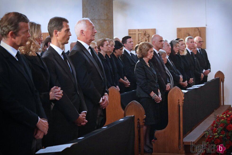 La Reina Sofía y Carolina de Mónaco, Guillermo y Sibilla de Luxemburgo en el funeral de Marie de Liechenstein