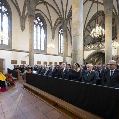 Carolina de Mónaco y la Reina Sofía, Guillermo y Sibilla de Luxemburgo, apenados en el funeral de Marie de Liechtenstein