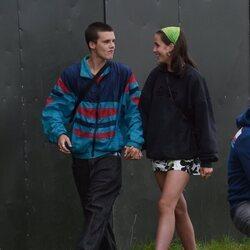 Cruz Beckham y su novia Bliss Chapman se divierten en el Reading Music Festival 2021