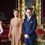 Victoria y Daniel de Suecia en la ceremonia de bienvenida al Presidente de Alemania y su esposa por su Visita de Estado a Suecia