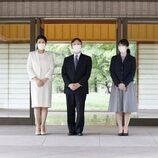 Los Emperadores Naruhito y Masako de Japón y su hija Aiko de Japón en su mudanza del Palacio de Akasaka al Palacio Imperial de Tokyo