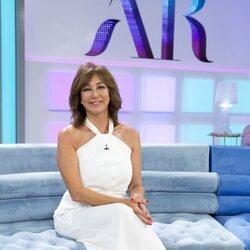 Ana Rosa Quitana en el plató de 'El programa de AR' en el arranque de temporada 2021/2022