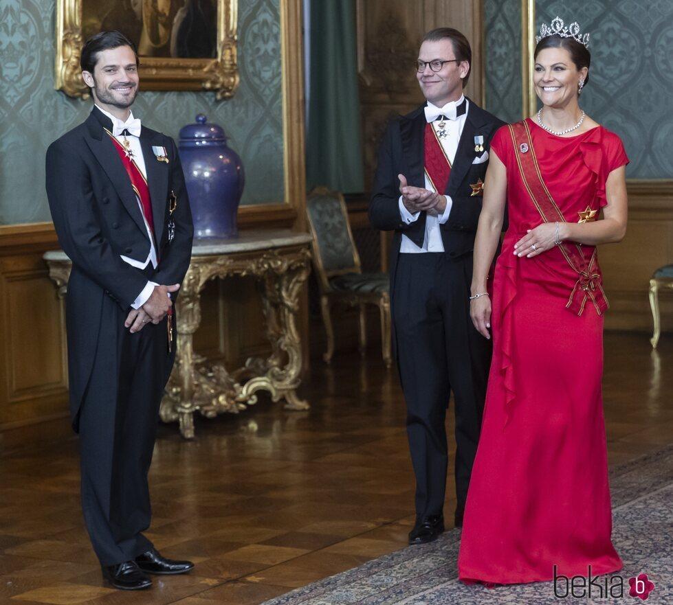 Carlos Felipe de Suecia con Victoria y Daniel de Suecia en la cena de gala al Presidente de Alemania y su esposa
