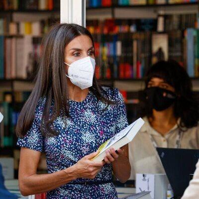 La Reina Letizia no se pierde la Feria del Libro de Madrid 2021