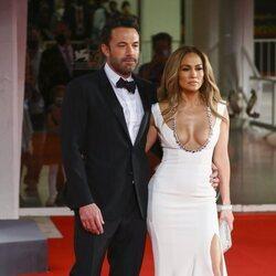 Ben Affleck y Jennifer Lopez posan espectaculares en el Festival de Venecia 2021
