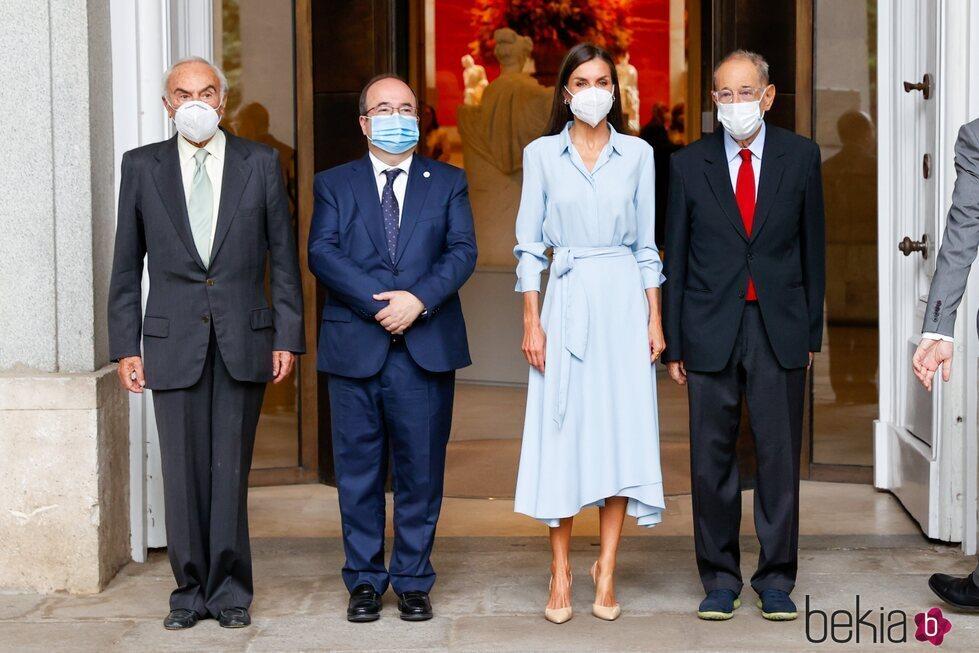 La Reina Letizia, Carlos Zurita, Miquel Iceta y Javier Solana en la inauguración de la exposición 'Cuarenta años de amistad. Donaciones de la Fundación Am