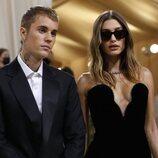 Justin y Hailey Bieber a su llegada a la MET Gala 2021