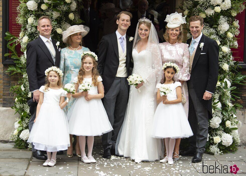 Flora Ogilvy y Timothy Vesterberg con sus padres en su boda