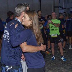 Isabel de Dinamarca abraza a Federico de Dinamarca en la Royal Run