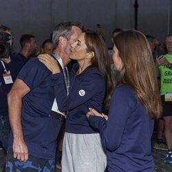 Federico y Mary de Dinamarca se dan un beso en la Royal Run