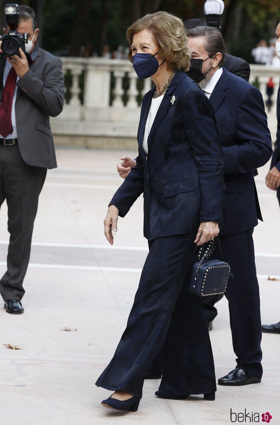 La Reina Sofía a su llegada a la entrega del Premio Reina Sofía de Pintura y Escultura