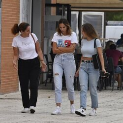 Irene Rosales con unas amigas