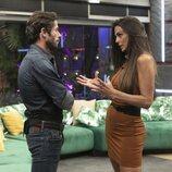Canales Rivera y Cynthia Martínez hablando durante la segunda gala de 'Secret Story'