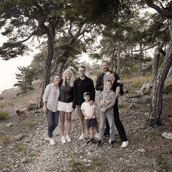 Victoria y Daniel de Suecia y sus hijos Estela y Oscar de Suecia con Haakon y Mette- Marit de Noruega y su hija Ingrid Alexandra de Noruega en Gotland