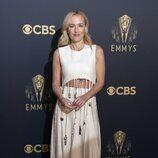 Gillian Anderson en la alfombra roja de los Emmy 2021