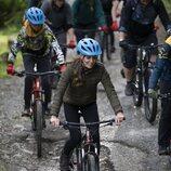 Kate Middleton en bicicleta en su visita al RAF Air Cadets' Windermere Adventure Training Centre de Cumbria