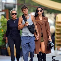 Yolanda y Anwar Hadid junto a Dua Lipa de paseo por Nueva York