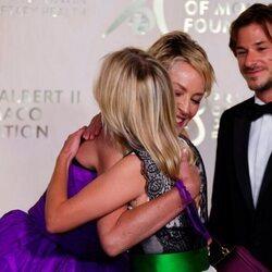Sharon Stone abraza a Mélanie Laurent en presencia de Gaspard Ulliel en la Gala por la Salud Planetaria de Monte-Carlo 2021