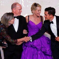 Carolina de Mónaco y Orlando Bloom se saludan en presencia de Alberto de Mónaco y Sharon Stone en la Gala por la Salud Planetaria de Monte-Carlo 2021