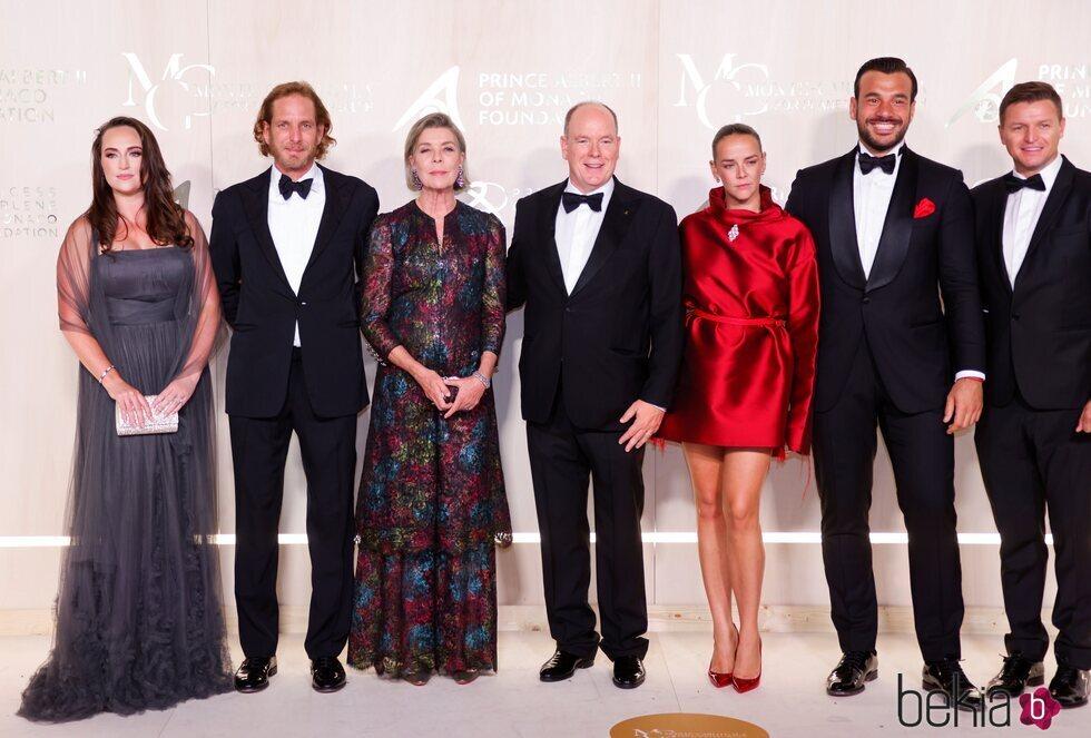 Andrea Casiraghi, Carolina de Mónaco, Alberto de Mónaco, Pauline Ducruet, Maxime Giaccardi y Gareth Wittstock en la Gala por la Salud Planetaria de Monte-C