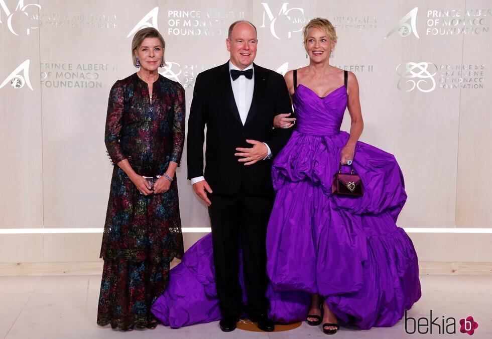 Carolina de Mónaco, Alberto de Mónaco y Sharon Stone en la Gala por la Salud Planetaria de Monte-Carlo 2021