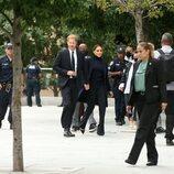 El Príncipe Harry y Meghan Markle con un equipo de seguridad en Nueva York