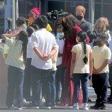 Los Duques de Sussex con varios alumnos durante su visita a una escuela de Nueva York
