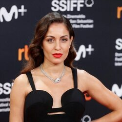 Hiba Abouk en la alfombra roja de la ceremonia del clausura del Festival de San Sebastián 2021