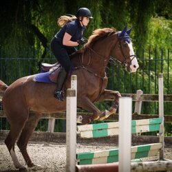 Amalia de Holanda saltando con su caballo Mojito