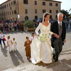 Marie Astrid de Liechtenstein con su padre Nicolás de Liechtenstein en su boda con Ralph Worthington