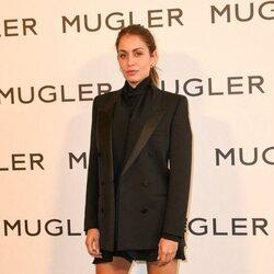 Hiba Abouk en la exposición 'Thierry Mugler: Couturissime' en París