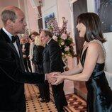 El Príncipe Guillermo saluda a Ana de Armas en el estreno de 'Sin tiempo para morir'