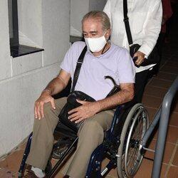 Bernardo Pantoja saliendo del tanatorio tras la muerte de Ana Martín