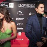 María Pedraza y Álex González hablando con la prensa en la presentación de la segunda temporada de 'Toy Boy'