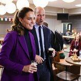 El Príncipe Guillermo y Kate Middleton con unas cervezas en Irlanda del Norte