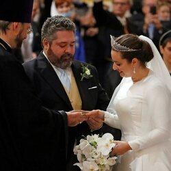 Jorge Romanov y Rebecca Bettarini intercambiando los anillos en su boda