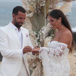 Anabel Pantoja y Omar Sánchez intercambian anillos en su boda