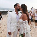 Omar Sánchez y Anabel Pantoja se besan tras darse el 'sí, quiero' en La Graciosa