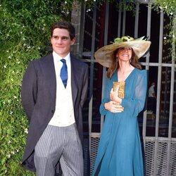 José Entrecanales y su madre en su boda con Claudia Osborne