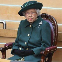 La Reina Isabel durante la sesión inaugural del Parlamento de Escocia